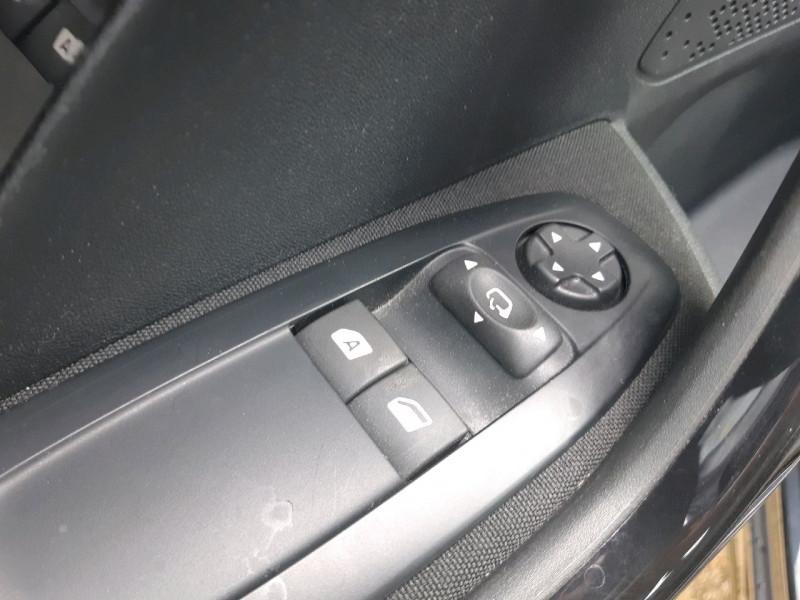 Photo 15 de l'offre de PEUGEOT 208 1.6 BLUEHDI 100CH ACTIVE BUSINESS S&S 5P à 11290€ chez Carlyss automobiles Vitré