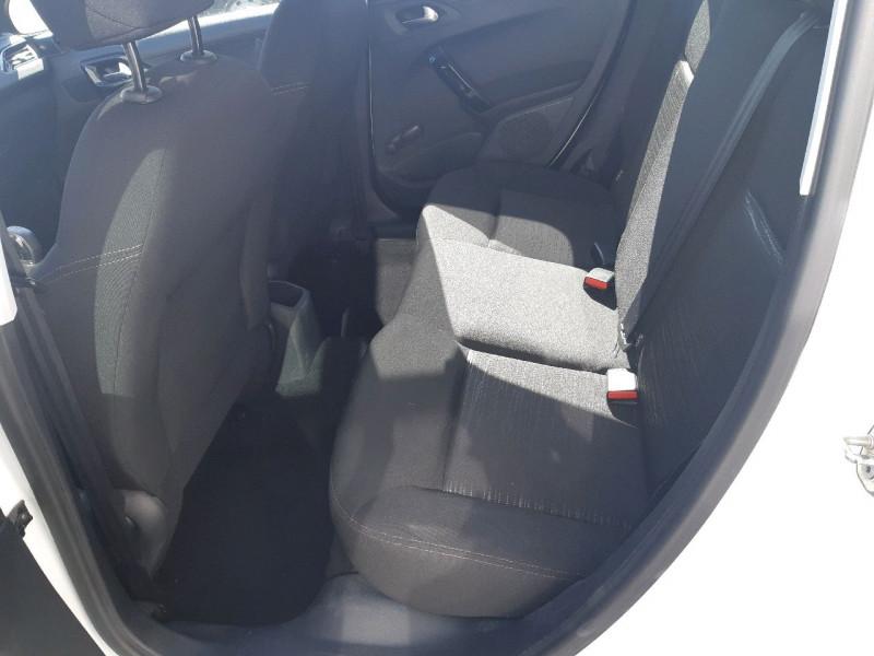 Photo 6 de l'offre de PEUGEOT 208 1.2 PURETECH 68CH ACCESS 5P à 8490€ chez Carlyss automobiles Vitré