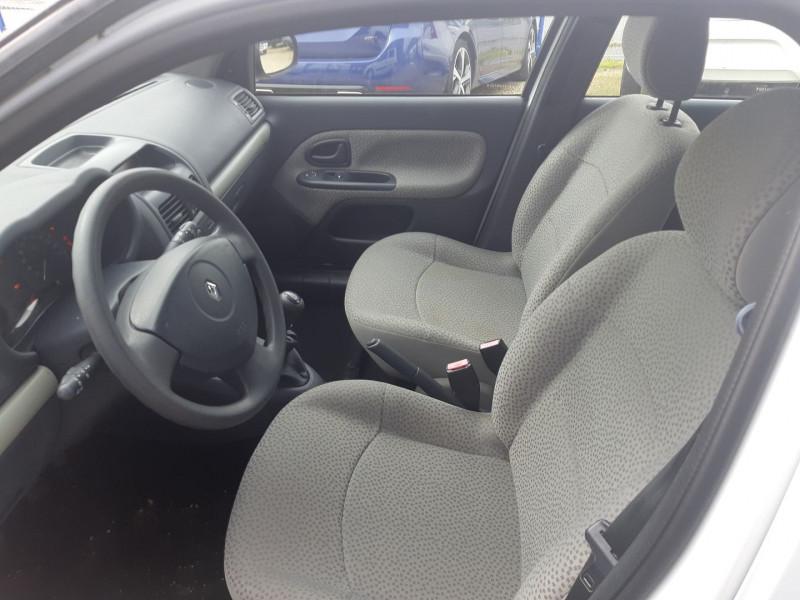Photo 4 de l'offre de RENAULT CLIO II 1.2 60CH CAMPUS 5P à 3490€ chez Carlyss automobiles Vitré