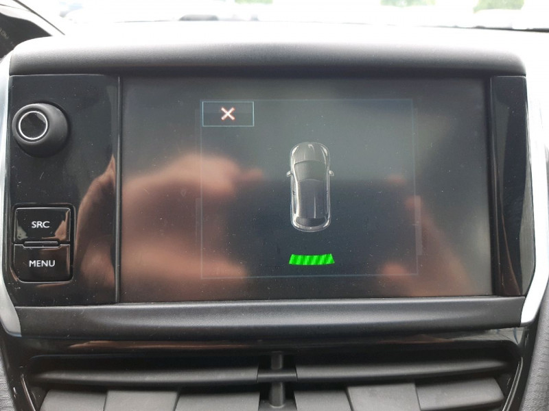 Photo 14 de l'offre de PEUGEOT 208 1.6 BLUEHDI 100CH STYLE 3P à 9790€ chez Carlyss automobiles Vitré