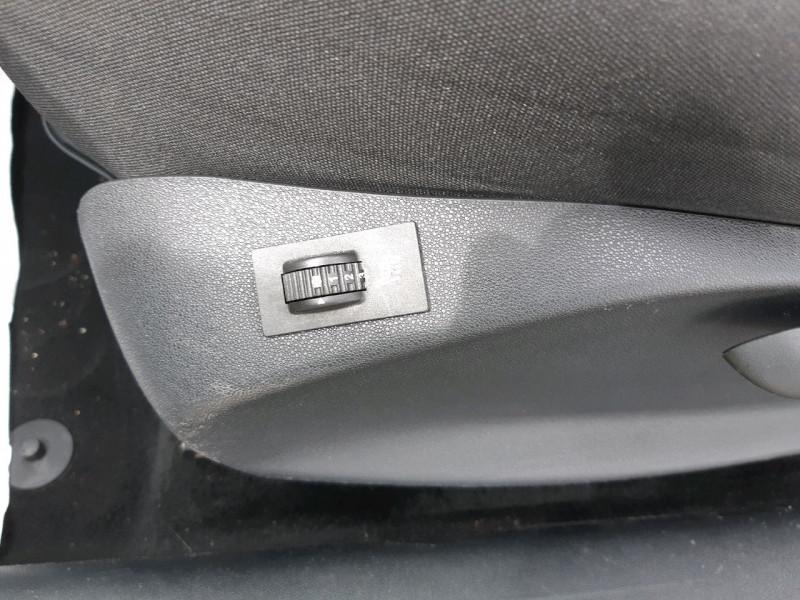 Photo 10 de l'offre de PEUGEOT 208 1.6 BLUEHDI 100CH STYLE 3P à 9790€ chez Carlyss automobiles Vitré