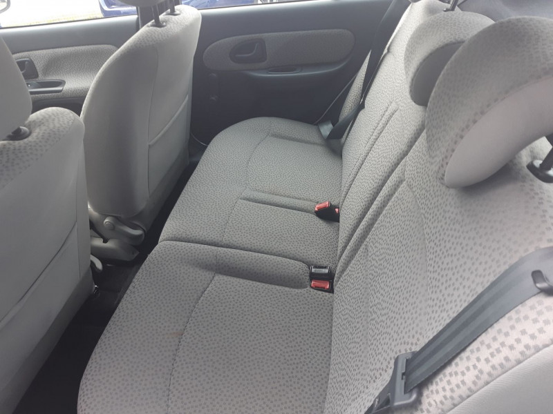 Photo 5 de l'offre de RENAULT CLIO II 1.2 60CH CAMPUS 5P à 3490€ chez Carlyss automobiles Vitré