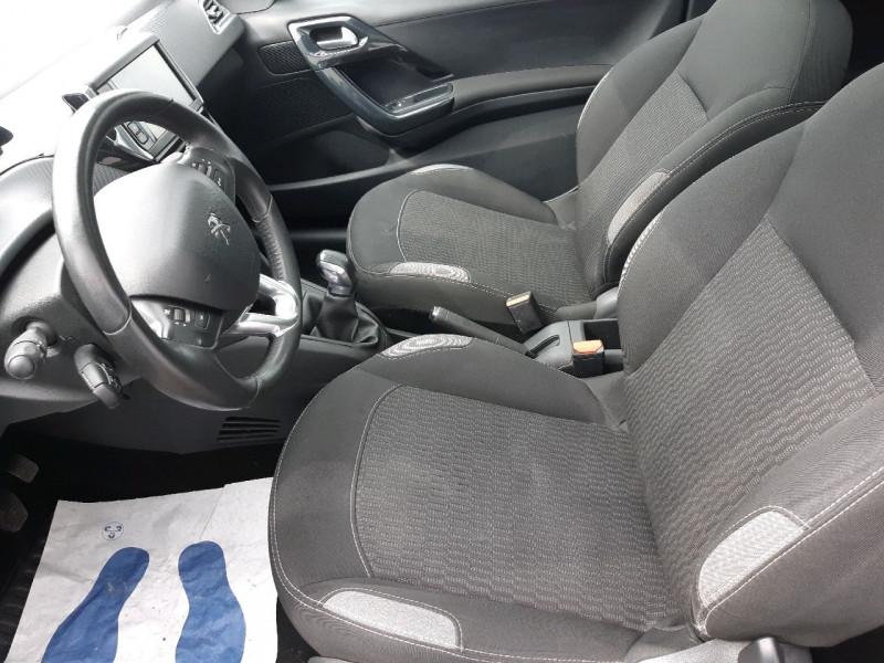 Photo 5 de l'offre de PEUGEOT 208 1.6 BLUEHDI 100CH STYLE 3P à 9790€ chez Carlyss automobiles Vitré