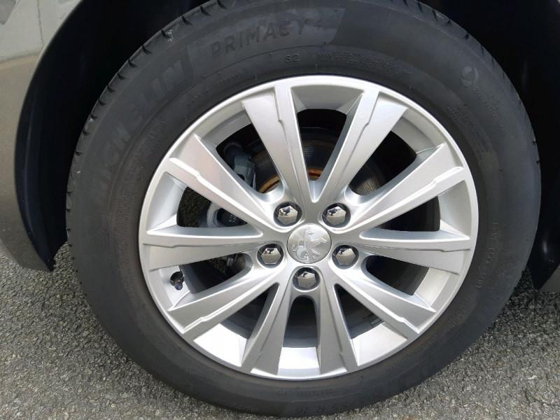 Photo 4 de l'offre de PEUGEOT 308 1.5 BLUEHDI 130CH S&S STYLE à 17990€ chez Carlyss automobiles Vitré