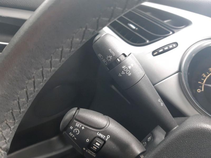 Photo 10 de l'offre de CITROEN DS3 1.2 VTI PURETECH SO CHIC à 8490€ chez Carlyss automobiles Vitré