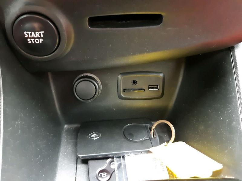 Photo 10 de l'offre de RENAULT CLIO IV ESTATE 0.9 TCE 90CH ENERGY ZEN ECO² à 7990€ chez Carlyss automobiles Vitré