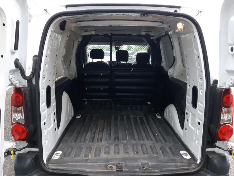 Photo 7 de l'offre de CITROEN BERLINGO XL 1.6 BLUEHDI 100 CLUB à 14490€ chez Carlyss automobiles Vitré