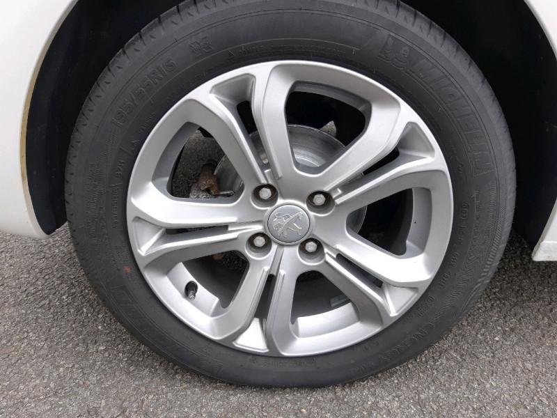 Photo 4 de l'offre de PEUGEOT 208 1.6 BLUEHDI 120CH ALLURE S&S 5P à 12490€ chez Carlyss automobiles Vitré