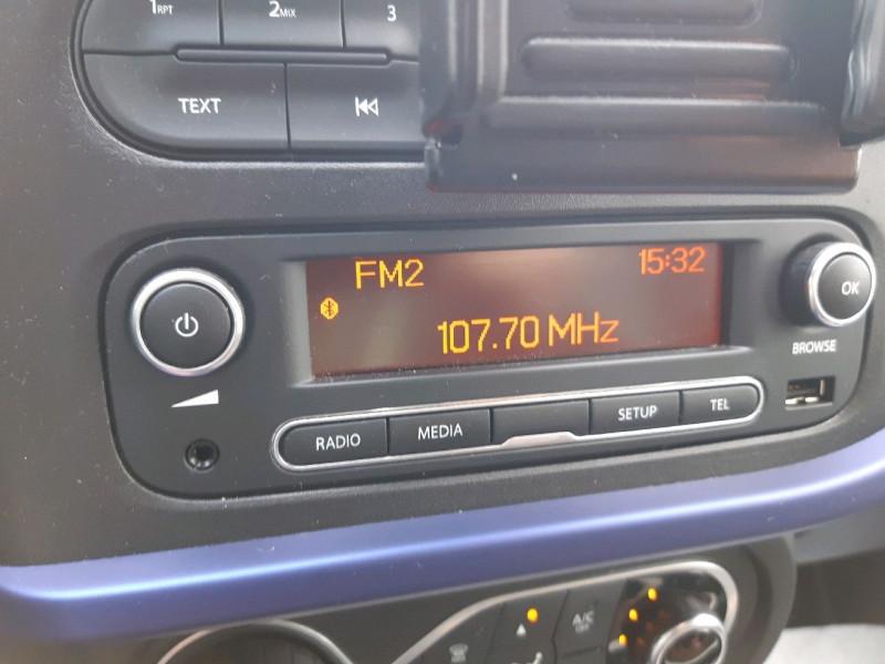 Photo 13 de l'offre de RENAULT TWINGO III 0.9 TCE 90CH INTENS EDC à 10790€ chez Carlyss automobiles Vitré