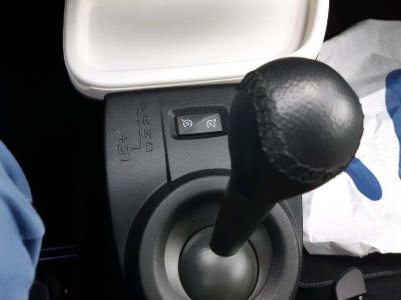 Photo 11 de l'offre de RENAULT TWINGO III 0.9 TCE 90CH INTENS EDC à 10790€ chez Carlyss automobiles Vitré