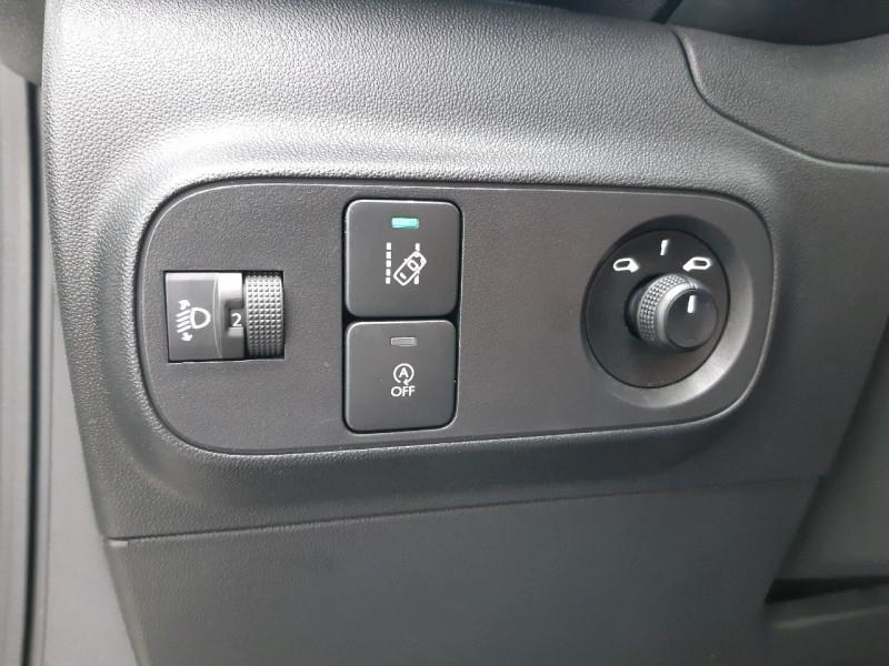 Photo 14 de l'offre de CITROEN C3 PURETECH 82CH FEEL S&S E6.D-TEMP à 10790€ chez Carlyss automobiles Vitré