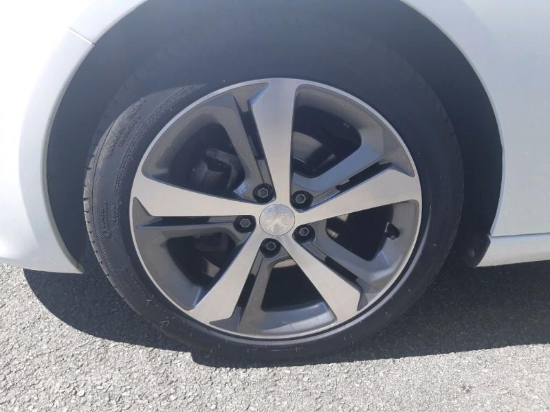 Photo 3 de l'offre de PEUGEOT 308 1.5 BLUEHDI 130CH S&S ALLURE à 17890€ chez Carlyss automobiles Vitré