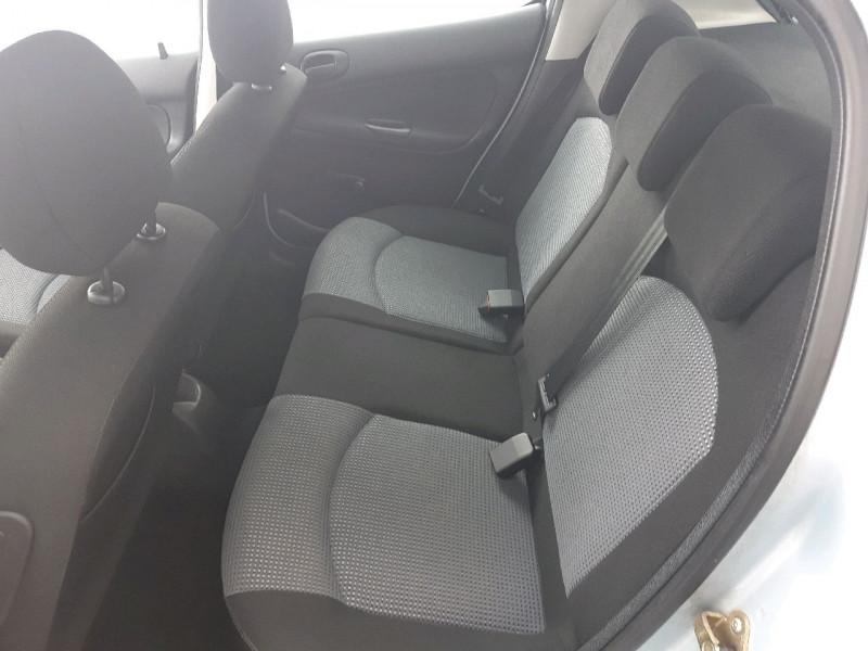 Photo 5 de l'offre de PEUGEOT 206 1.4 GRAND FILOU BAA à 5990€ chez Carlyss automobiles Vitré