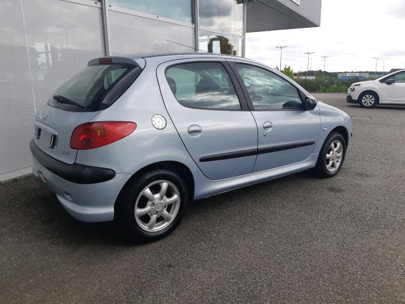 Photo 3 de l'offre de PEUGEOT 206 1.4 GRAND FILOU BAA à 5990€ chez Carlyss automobiles Vitré