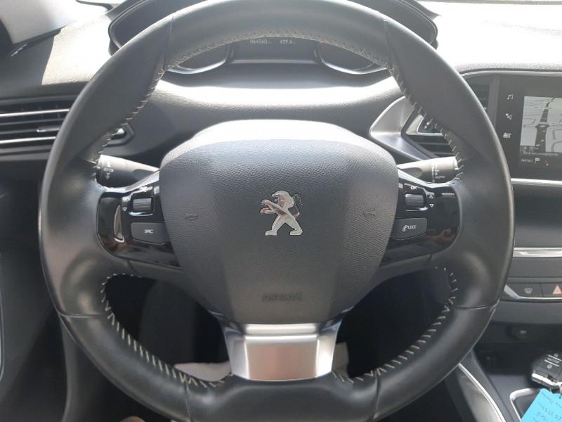 Photo 18 de l'offre de PEUGEOT 308 1.5 BLUEHDI 130CH S&S ALLURE à 16490€ chez Carlyss automobiles Vitré