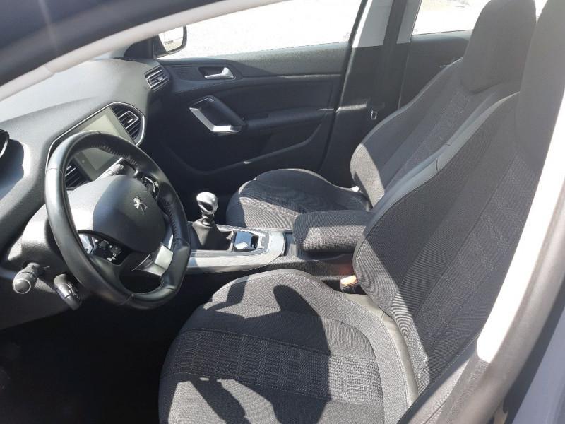 Photo 10 de l'offre de PEUGEOT 308 1.5 BLUEHDI 130CH S&S ALLURE à 16490€ chez Carlyss automobiles Vitré