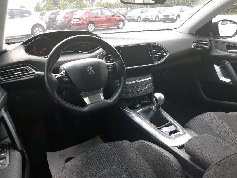 Photo 6 de l'offre de PEUGEOT 308 1.5 BLUEHDI 130CH S&S ALLURE à 16490€ chez Carlyss automobiles Vitré
