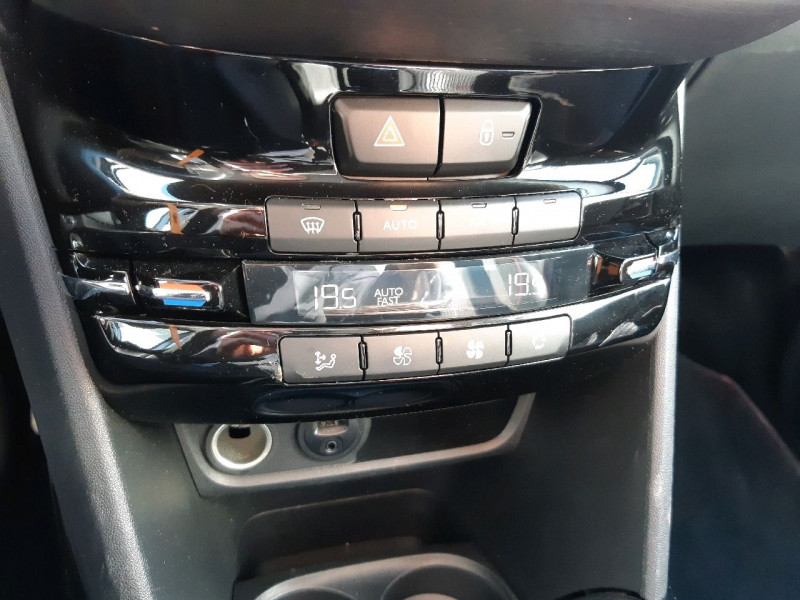 Photo 10 de l'offre de PEUGEOT 2008 1.6 BLUEHDI 120CH GT LINE S&S à 12990€ chez Carlyss automobiles Vitré