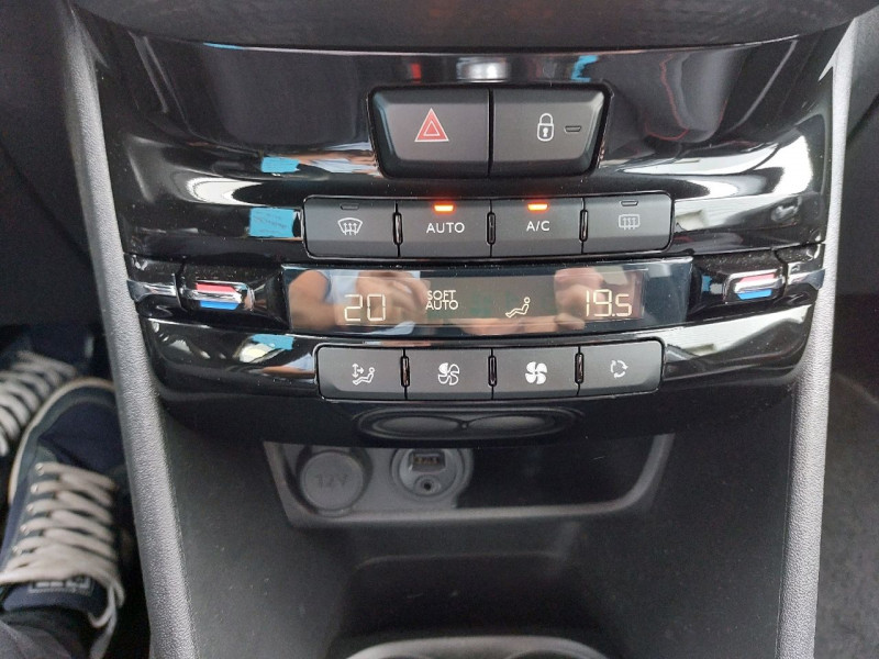 Photo 13 de l'offre de PEUGEOT 208 1.6 BLUEHDI 120CH GT LINE S&S 5P à 15990€ chez Carlyss automobiles Vitré
