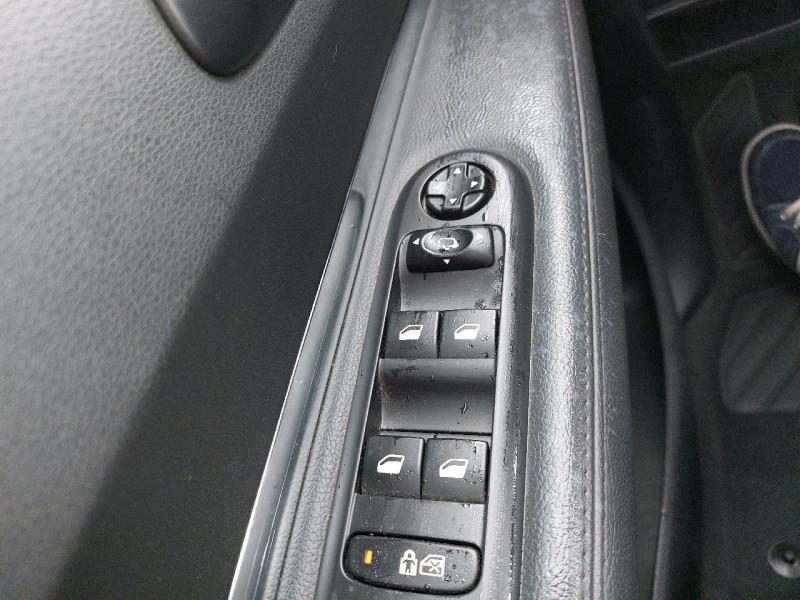 Photo 15 de l'offre de PEUGEOT 3008 2.0 HDI150 FAP ALLURE à 10990€ chez Carlyss automobiles Vitré