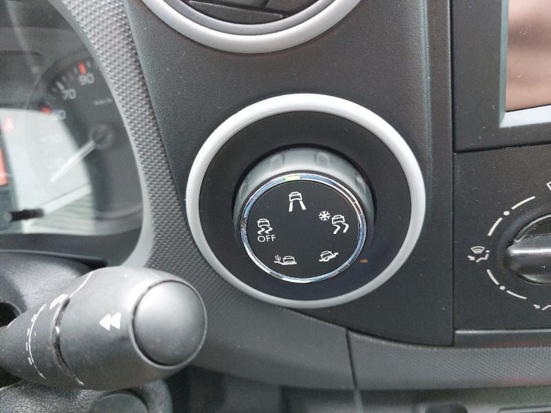 Photo 8 de l'offre de PEUGEOT PARTNER LONG 1.6 BLUEHDI 100CH PREMIUM à 12990€ chez Carlyss automobiles Vitré