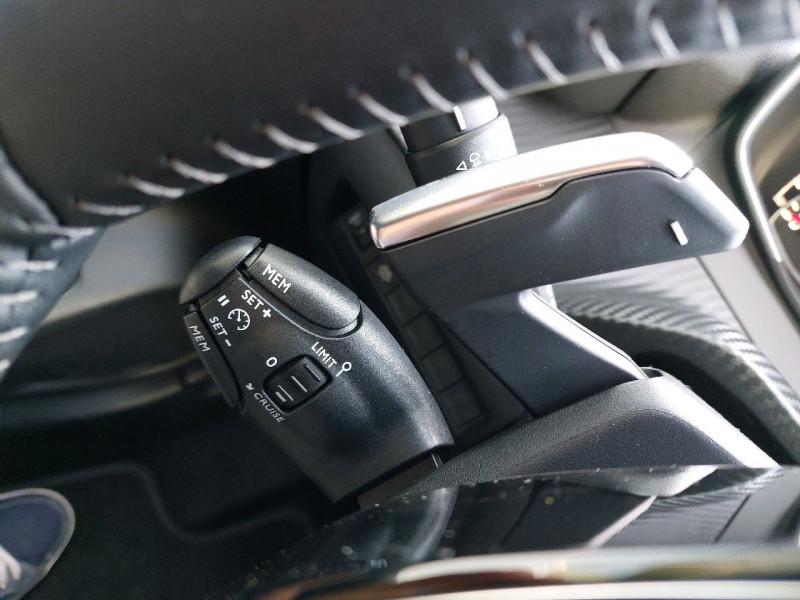 Photo 16 de l'offre de PEUGEOT 208 1.2 PURETECH 100CH S&S STYLE EAT8 à 21990€ chez Carlyss automobiles Vitré