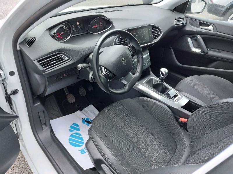 Photo 9 de l'offre de PEUGEOT 308 1.5 BLUEHDI 130CH S&S ALLURE à 17490€ chez Carlyss automobiles Vitré