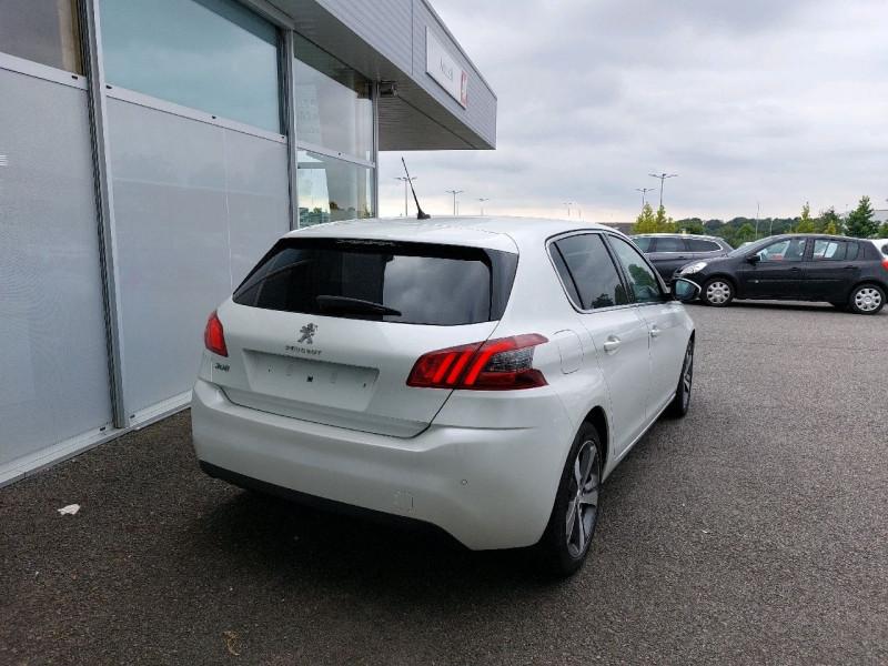 Photo 3 de l'offre de PEUGEOT 308 1.5 BLUEHDI 130CH S&S ALLURE à 17490€ chez Carlyss automobiles Vitré