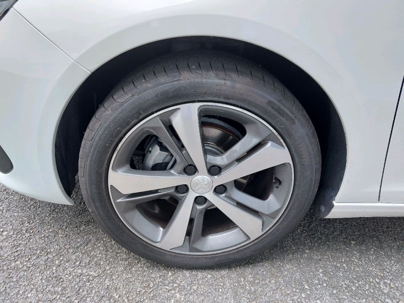 Photo 6 de l'offre de PEUGEOT 308 1.5 BLUEHDI 130CH S&S ALLURE à 17490€ chez Carlyss automobiles Vitré