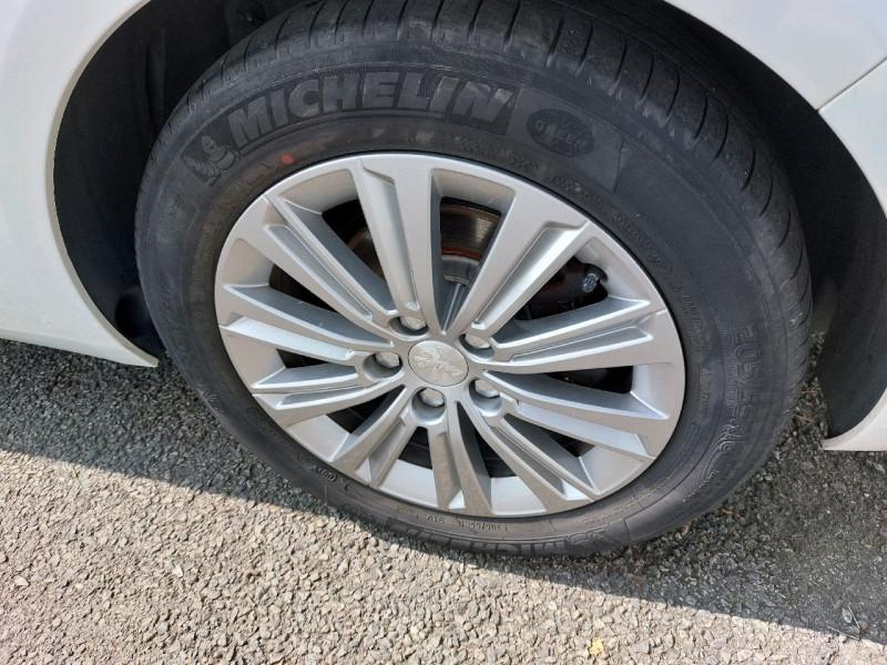 Photo 8 de l'offre de PEUGEOT 308 SW 1.6 BLUEHDI 120CH S&S ALLURE EAT6 à 13490€ chez Carlyss automobiles Vitré