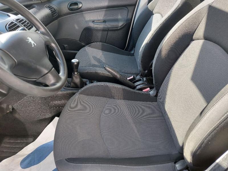 Photo 6 de l'offre de PEUGEOT 206 1.4 TRENDY 5P à 4790€ chez Carlyss automobiles Vitré