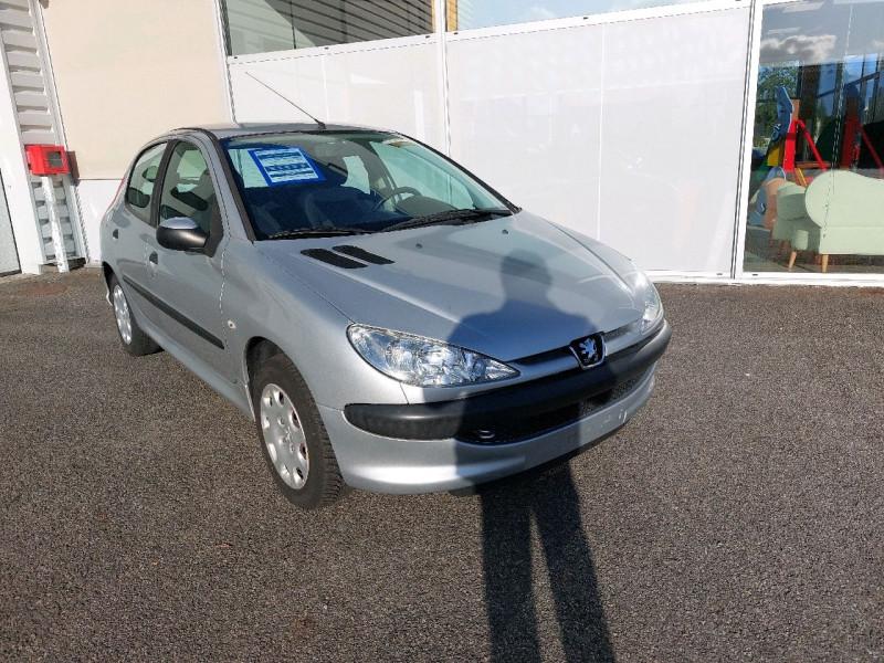 Photo 1 de l'offre de PEUGEOT 206 1.4 TRENDY 5P à 4790€ chez Carlyss automobiles Vitré