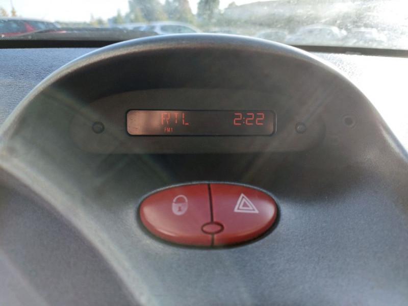 Photo 13 de l'offre de PEUGEOT 206 1.4 TRENDY 5P à 4790€ chez Carlyss automobiles Vitré