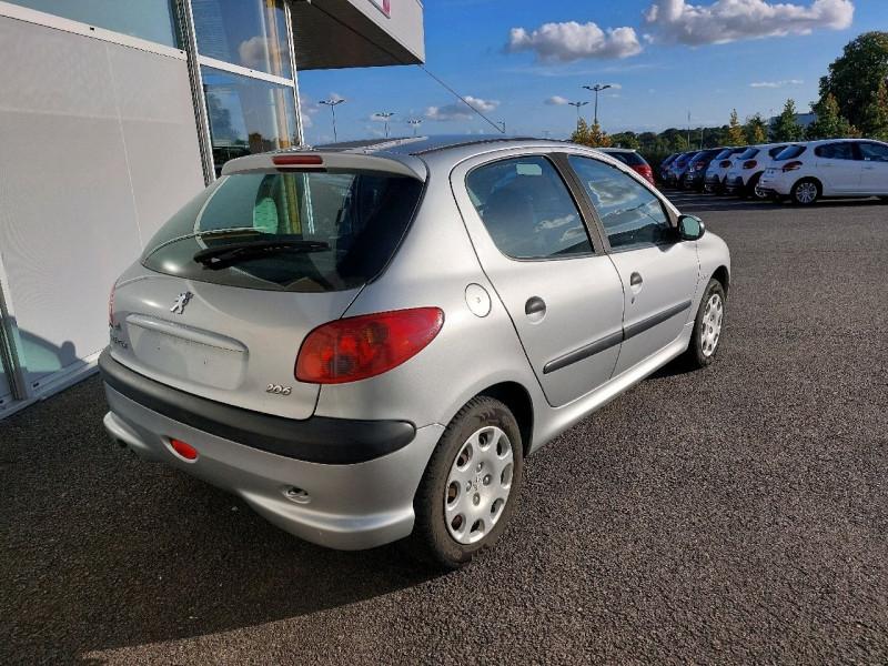 Photo 3 de l'offre de PEUGEOT 206 1.4 TRENDY 5P à 4790€ chez Carlyss automobiles Vitré