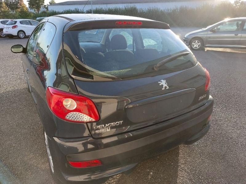 Photo 4 de l'offre de PEUGEOT 206 + 1.1 URBAN 3P à 4990€ chez Carlyss automobiles Vitré