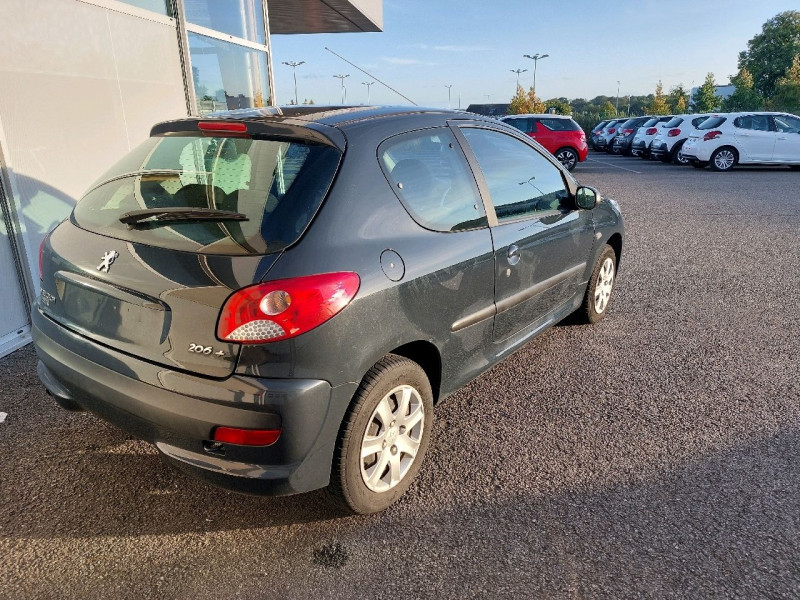 Photo 3 de l'offre de PEUGEOT 206 + 1.1 URBAN 3P à 4990€ chez Carlyss automobiles Vitré