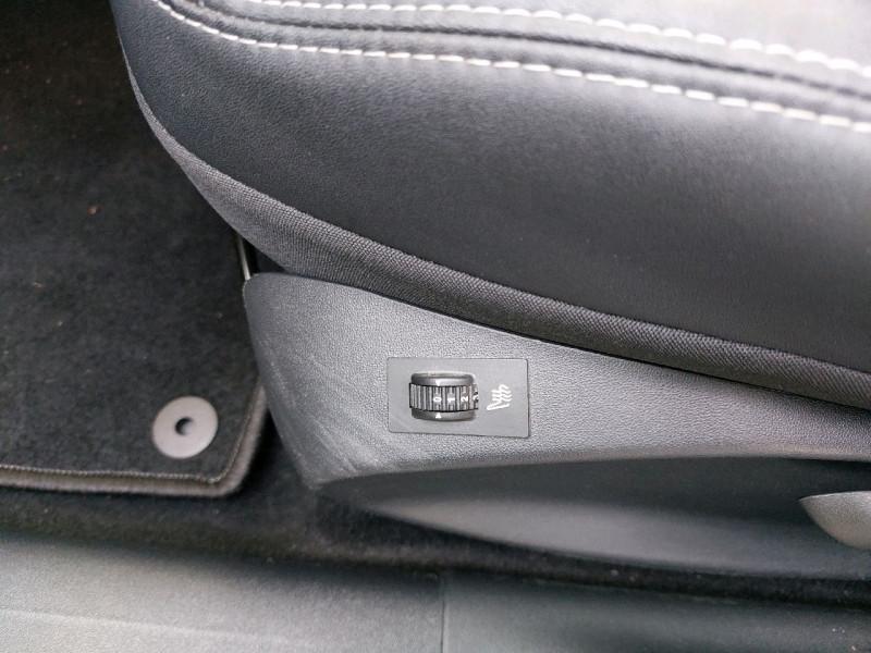 Photo 11 de l'offre de PEUGEOT 2008 1.6 E-HDI115 FAP ALLURE à 12290€ chez Carlyss automobiles Vitré