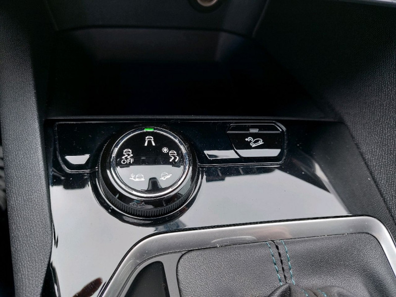 Photo 17 de l'offre de PEUGEOT 3008 1.5 BLUEHDI 130CH E6.C CROSSWAY S&S à 25490€ chez Carlyss automobiles Vitré