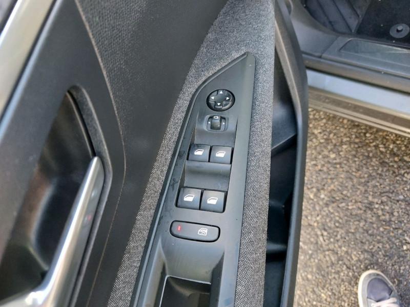 Photo 10 de l'offre de PEUGEOT 3008 1.5 BLUEHDI 130CH E6.C ACTIVE S&S à 20990€ chez Carlyss automobiles Vitré