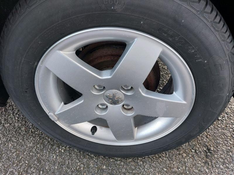Photo 6 de l'offre de PEUGEOT 207 1.4 URBAN 5P à 6490€ chez Carlyss automobiles Vitré
