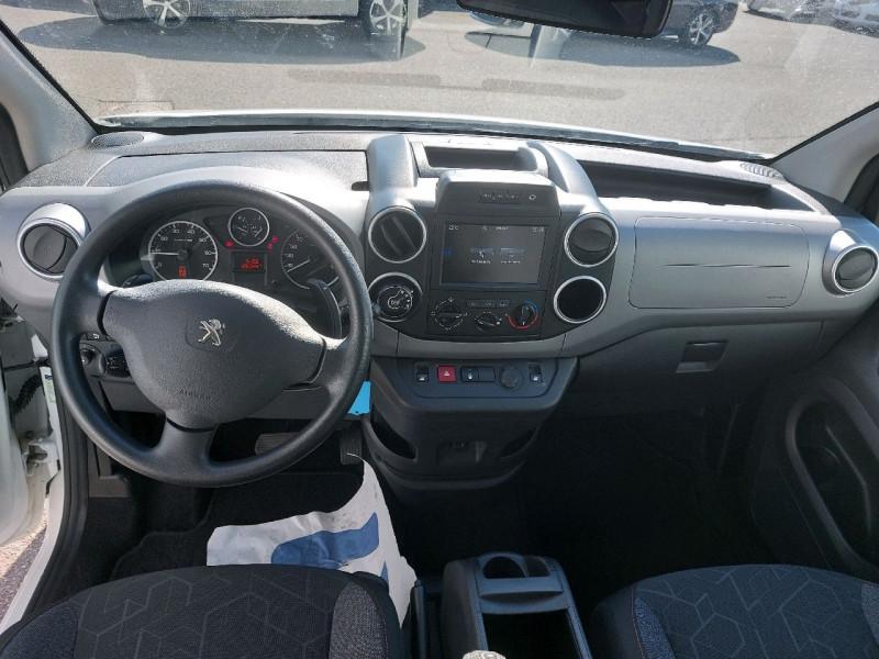 Photo 10 de l'offre de PEUGEOT PARTNER TEPEE 1.6 BLUEHDI 100CH ACTIVE S&S ETG6 à 12990€ chez Carlyss automobiles Vitré