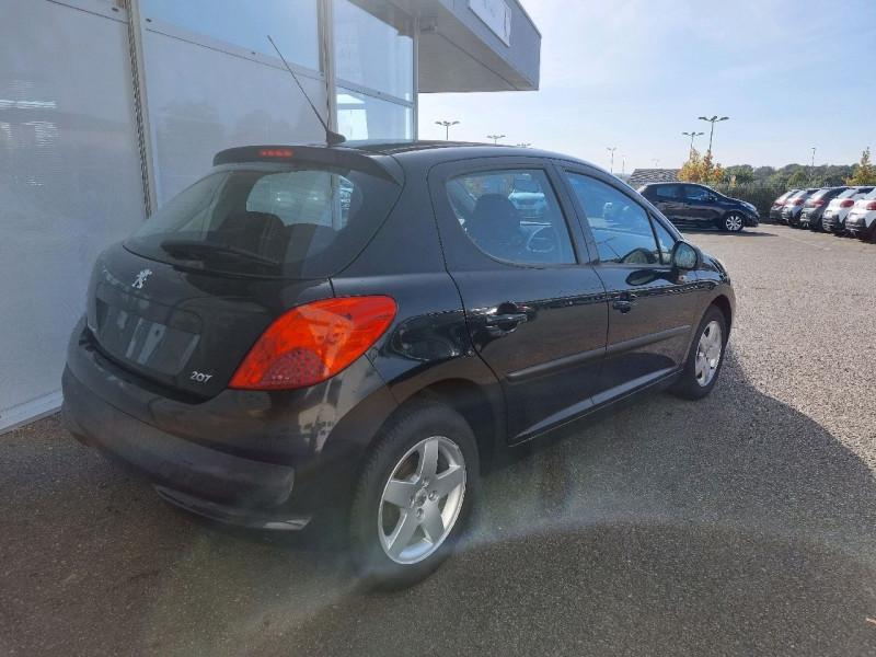 Photo 3 de l'offre de PEUGEOT 207 1.4 URBAN 5P à 6490€ chez Carlyss automobiles Vitré