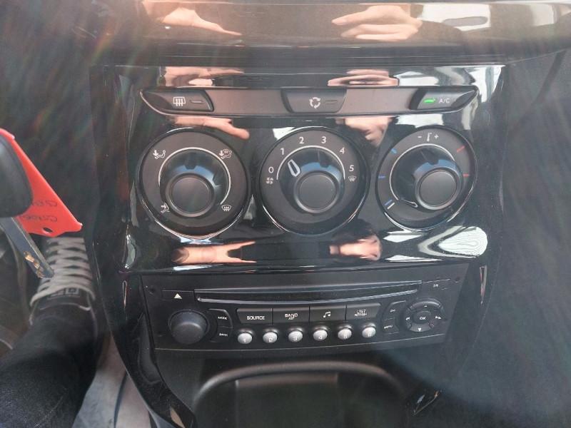 Photo 10 de l'offre de CITROEN C3 1.6 E-HDI90 AIRDREAM COLLECTION à 8490€ chez Carlyss automobiles Vitré