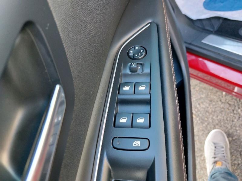 Photo 10 de l'offre de PEUGEOT 3008 2.0 BLUEHDI 150CH GT LINE S&S à 22790€ chez Carlyss automobiles Vitré