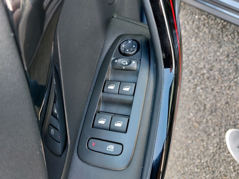 Photo 14 de l'offre de PEUGEOT 208 1.6 BLUEHDI 120CH GT LINE S&S 5P à 14990€ chez Carlyss automobiles Vitré