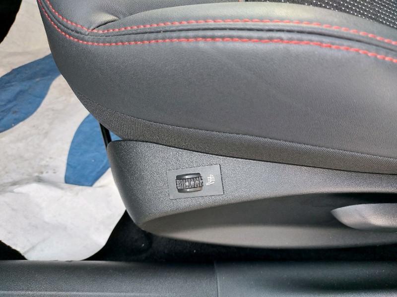 Photo 13 de l'offre de PEUGEOT 208 1.6 BLUEHDI 120CH GT LINE S&S 5P à 14990€ chez Carlyss automobiles Vitré
