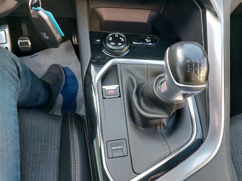 Photo 14 de l'offre de PEUGEOT 3008 2.0 BLUEHDI 150CH GT LINE S&S à 22790€ chez Carlyss automobiles Vitré