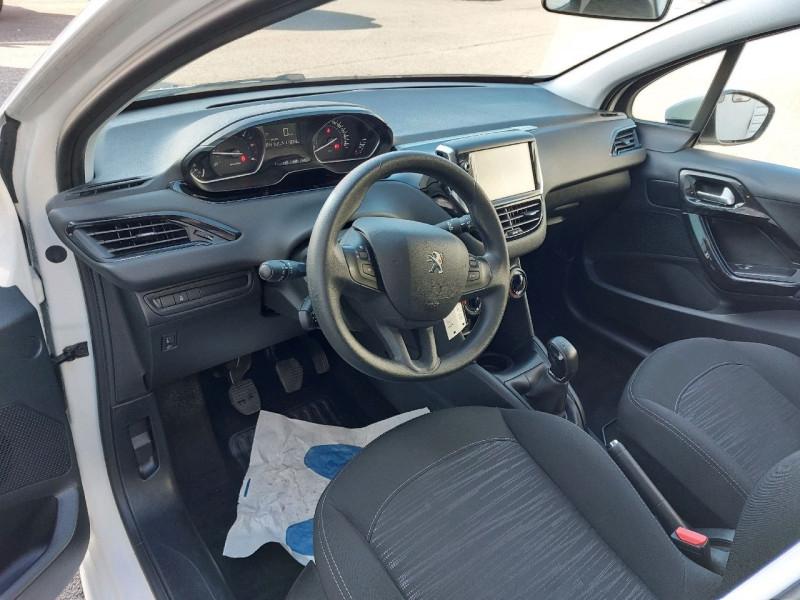 Photo 6 de l'offre de PEUGEOT 208 AFFAIRE 1.6 BLUEHDI 100CH PACK CLIM NAV 5P à 8290€ chez Carlyss automobiles Vitré