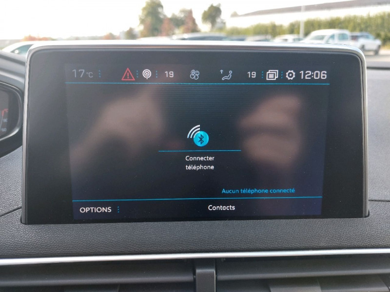 Photo 18 de l'offre de PEUGEOT 3008 1.5 BLUEHDI 130CH E6.C ALLURE S&S à 20990€ chez Carlyss automobiles Vitré