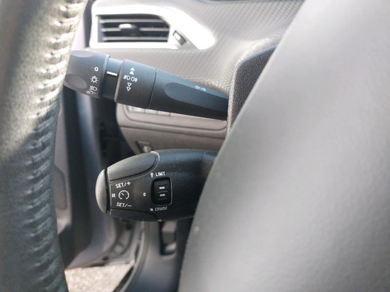 Photo 11 de l'offre de PEUGEOT 2008 1.2 PURETECH 110CH ACTIVE à 10990€ chez Carlyss automobiles Vitré
